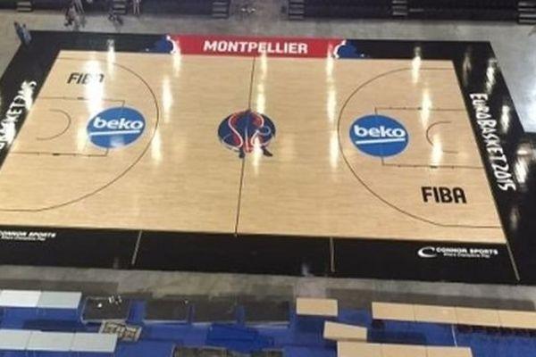 Le terrain de basket portable installé à l'Arena de Montpellier - août 2015