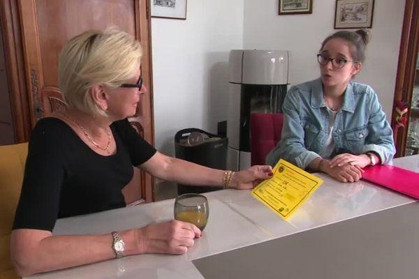 A 19 ans, Léonie Vuillier a obtenu un bon d'achat de 15 euros offert par la mairie de Marnay après sa première dose de vaccin.