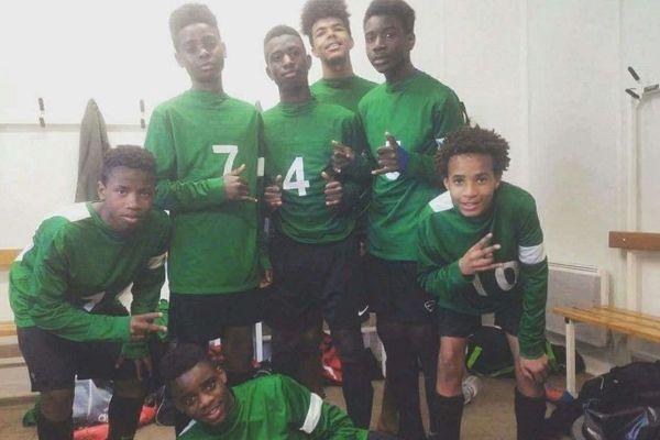 Avec ses copains de U15 à l'US Alençon, son club formateur depuis ses débuts dans le foot. Rémy Vita est à gauche, sur cette photo.