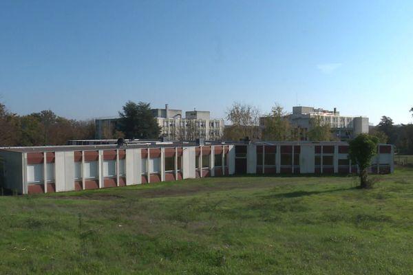 L'ancien hôpital gériatrique Antoine Charial de Francheville (Rhône) va accueillir, de manière temporaire, des personnes vulnérables et à la rue, à compter du lundi 9 novembre 2020.