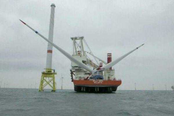 Montage d'une éolienne Halliade 150 au large des côtes belges. C'est ce modèle qui sera en partie fabriqué à Cherbourg.