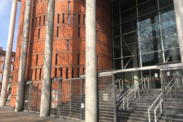 Pendant le confinement l'accès au palais de justice de Toulouse est strictement limité aux magistrats, greffiers, et avocats des justiciables.