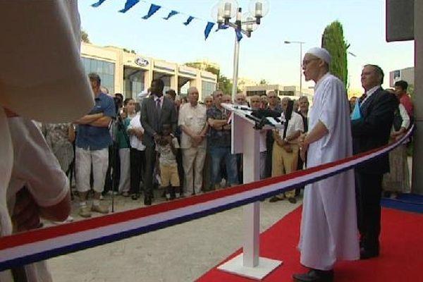 Bleu blanc, rouge : ils n'imaginaient pas d'autres couleurs pour inaugurer leur mosquée.