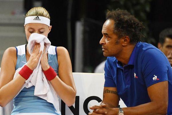 Kristina Mladenovic et Yannick Noah entre deux sets.