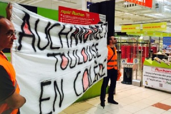 Les salariés ont manifesté dans le magasin Auchan de Toulouse-Gramont