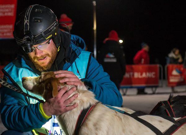 Le musher et sa chienne Zora, qui disputait sa dernière course.