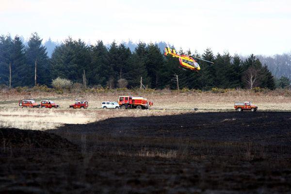 Le Camp de Ger situé dans les Pyrénées-Atlantiques et les Hautes-Pyrénées connait régulièrement des incendies, comme ici en 2013 où deux pompiers furent blessés.