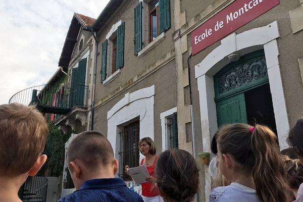 L'appel des élèves devant l'école du petit village de Montcalm dans le Gard près de Vauvert le 4 septembre 2017