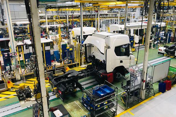 Scania Angers, ligne de montage camions.