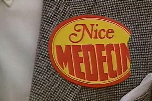 Durant le procès de Jacques Médecin, une partie des Niçois continue de lui afficher son soutien.
