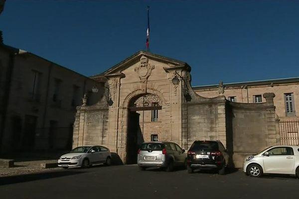 La mairie de Lodève a mis le drapeau en berne à la suite du décès de son maire, Marie-Christine Bousquet.