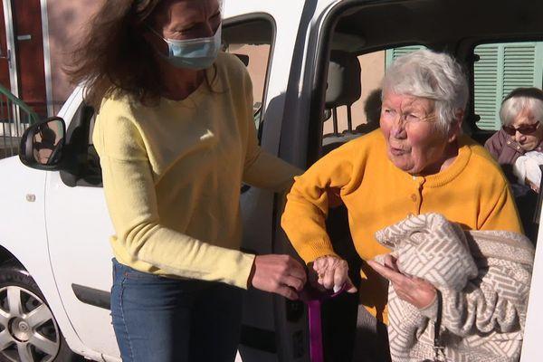 Camille Cervel, 96 ans, retrouve son village de Saint-Martin-Vésubie, dans les Alpes-Maritimes.