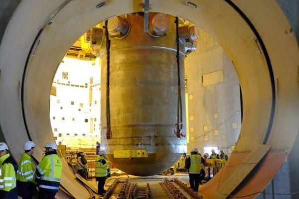 La cuve de l'EPR de Flamanville introduite dans le réacteur le 24 janvier 2014