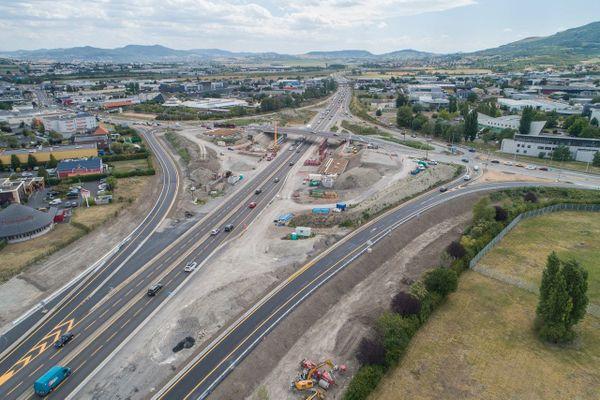 Dans le cadre des travaux d'élargissement à trois voies de l'A75 entre Clermont-Ferrand et le Crest, au sud de l'agglomération, des fermetures sont à prévoir du vendredi 10 au lundi 13 janvier.