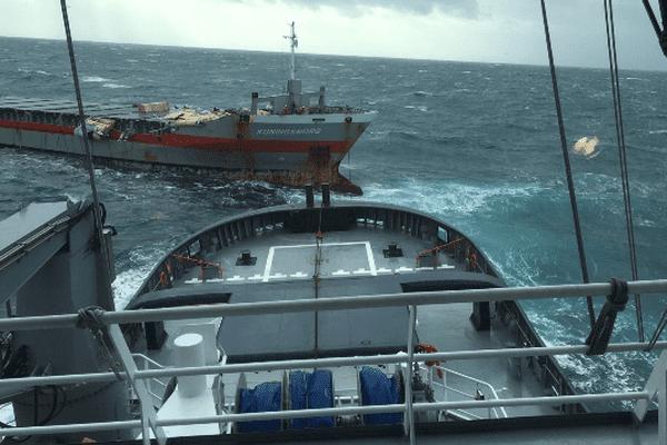 Lle navire KONINGSBORG en avarie au large de Ouessant