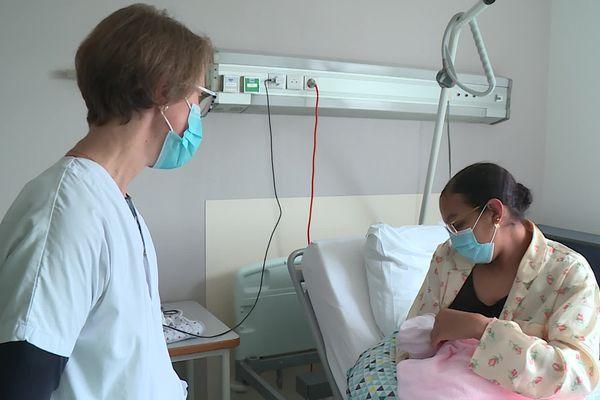Les conseils des sages-femmes sont essentiels pour bien démarrer l'allaitement.