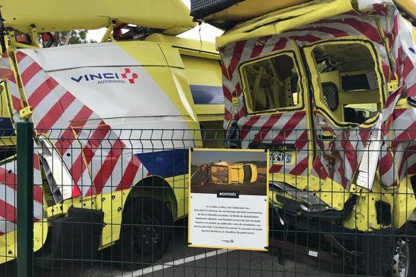 Au village sécurité installé sur l'aire de Montélimar (autoroute A7), des véhicules accidentés pour mettre en garde les vacanciers...