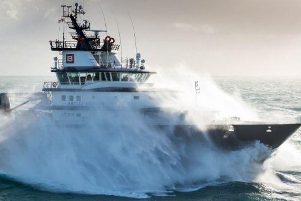 Le remorqueur Abeille Bourbon en mission en mer d'Iroise