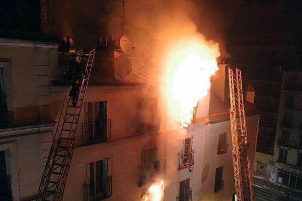 Archives/Incendie au 4 rue Myrha à Paris le 2 septembre 2015