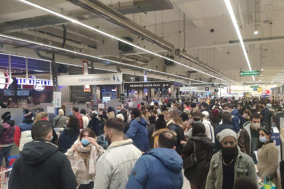 Covid-19 : une foule compacte au centre commercial Euralille qui interroge les internautes