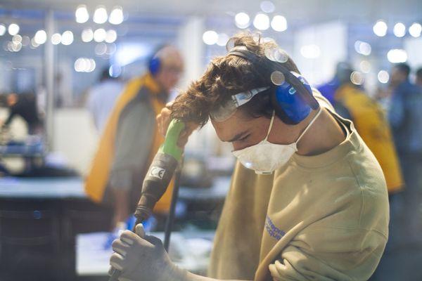 Rony Lafosse aux 42ème finales nationales des Olympiades des Métiers, à Clermont-Ferrand, les 22-23-24 novembre 2012. Catégorie: tailleur de pierre