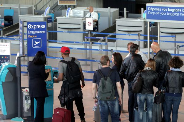 10e journée de grève pour les salaires à Air France. L'aéroport de Nice Côte d'Azur est touché par les annulations.