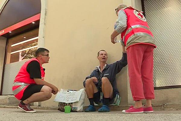 160 000 personnes vivent sans abri en France. Une situation aussi difficile en été qu'en hiver.