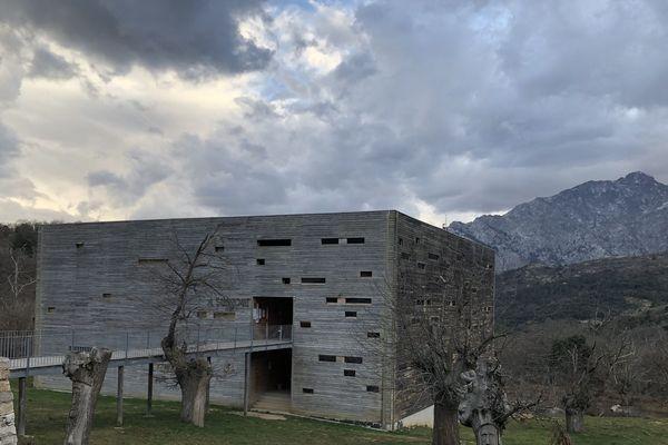 """Le bâtiment """"A Stazzona"""" qui abrite l'association """"L'Aria"""" Pole de formation et d'éducation par la création théâtrale dans le Ghjunsani."""