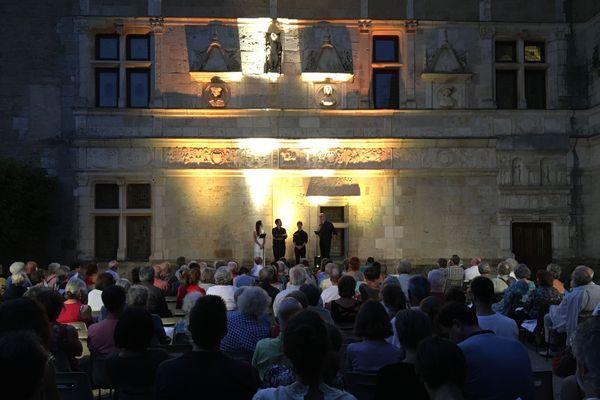 Récital d'ouverture dans la cour du château de Montal