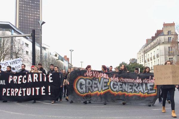 1 gros millier de lycéens à Nantes sur le 50 otages ce jeudi après-midi