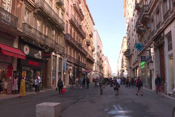 Lyon : la vie reprend rue Victor Hugo au lendemain de l'explosion du colis piégé