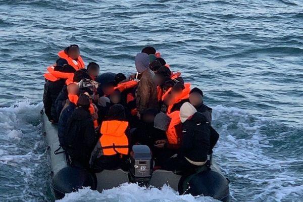 Opération de sauvetage pour les 45 naufragés au large de Leffrincoucke.