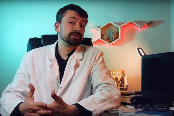 """Thomas C. Durand, créateur de """"La tronche en biais"""", dans l'une de ses vidéos."""