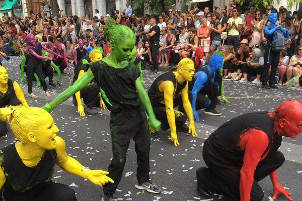 Les lyonnais ont retrouvé le défilé de la Biennale dans les rues auquel ils avaient dû renoncer pour des raisons de sécurité