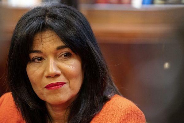 """La sénatrice socialiste Samia Ghali, candidate divers gauche à la mairie de Marseille alerte sur une crise sanitaire sociale """"brutale et violente"""" dans les quartiers populaires."""