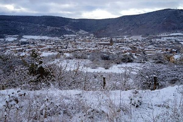 Mende - 10 cm de neige sont tombés sur la préfecture de la Lozère dans la nuit - 21 novembre 2013.
