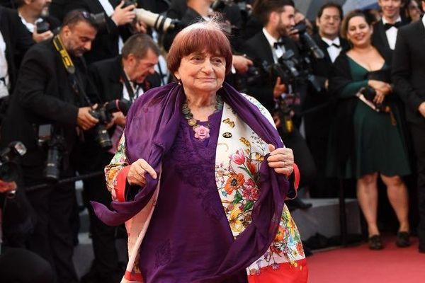 La réalisatrice, photographe et plasticienne française est morte à l'âge de 90 ans, annonce sa famille.