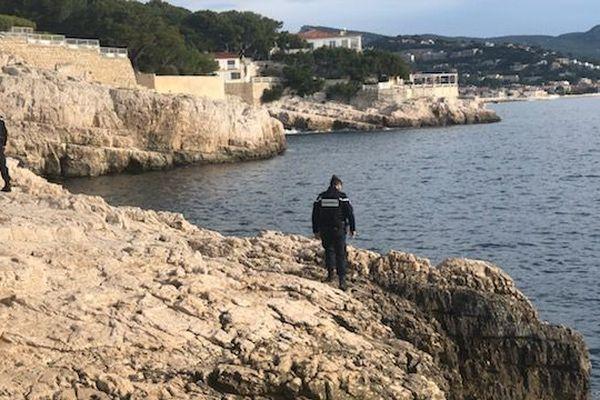 Ce mardi 26 novembre, les gendarmes poursuivent les recherches. Un pêcheur, âgé de 44 ans, est porté disparu depuis samedi soir à Cassis.