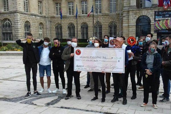 La Ligue du vendredi a remis tout récemment son 1er chèque : plus de 5000 euros à l'association Le Secours Populaire