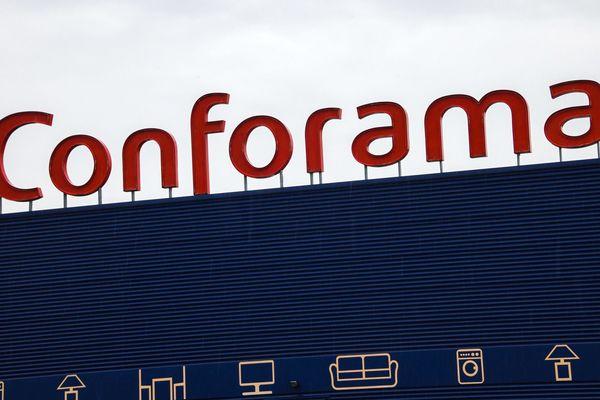 """L'entreprise Conforama, détenue par le groupe sud-africain Steinhoff, invoque d'importantes pertes cumulées, de l'ordre de """"près de 500 millions d'euros"""" en France depuis 2013."""