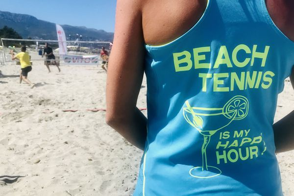 Un tournoi international de beach tennis se joue ce week-end à la Marana, près de Bastia.