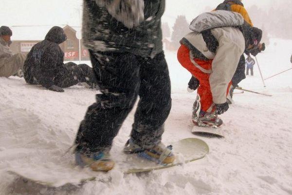 Des coulées de neige peuvent se déclencher naturellement vu la lourdeur du manteau neigeux