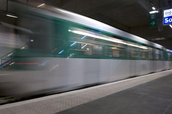 L'incident s'est produit lundi sur un quai du métro parisien (illustration).