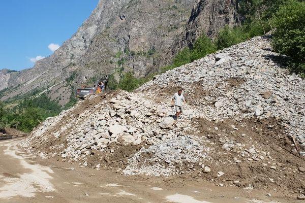 Quatre importantes coulées de boue ont obstrué la RD1091 entre l'Isère et les Hautes-Alpes.