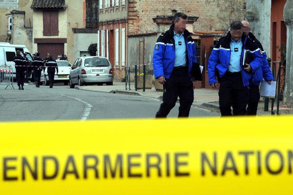 Les gendarmes à Bessières après la découverte du casse