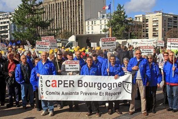 L'association CAPER (Comité Amiante Prévenir Et Réparer) Bourgogne lors de la manifestation nationale de l'Andeva en octobre 2014 à Paris