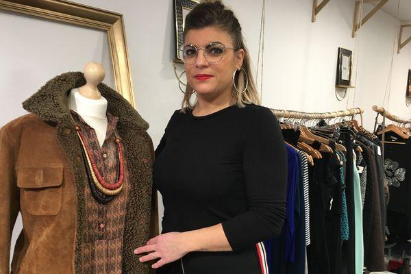 Marina Domelier, responsable de la boutique Nouvelle vie à Sedan, propose de goûter au luxe et aux articles tendances sans se ruiner désormais