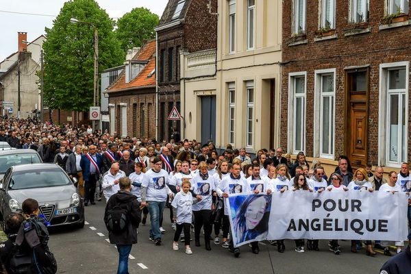 Des centaines de personnes sont rassemblées ce mardi à Wambrechies pour rendre hommage à la mémoire d'Angélique Six.