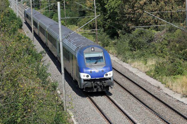 La ligne POLT est en travaux ce week-end et le week-end prochain. Aucun train n'est prévu entre Orléans et Paris.