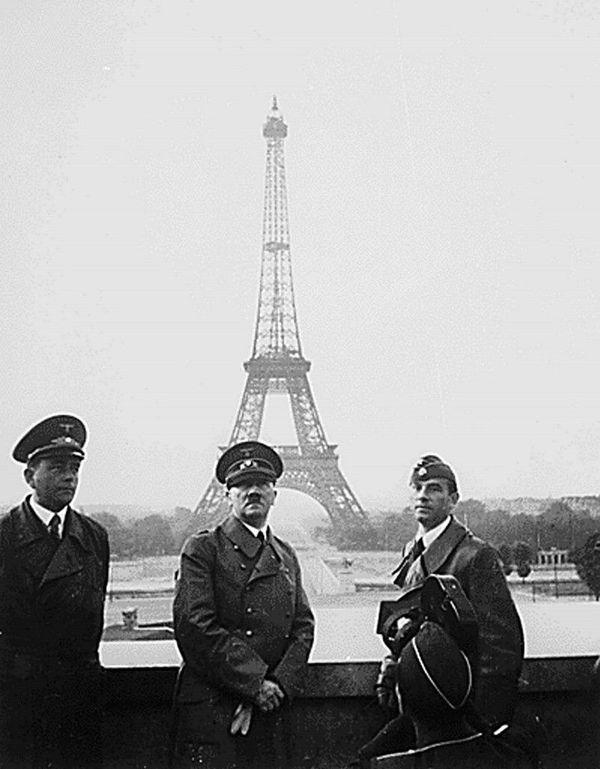 Adolf Hitler en vainqueur à Paris le 23 juin 1940.